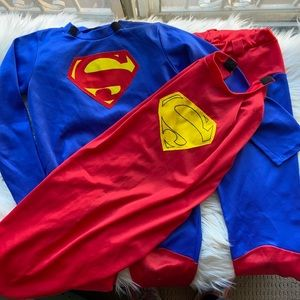 Superman costume for Halloween! Fits 3-5 year old